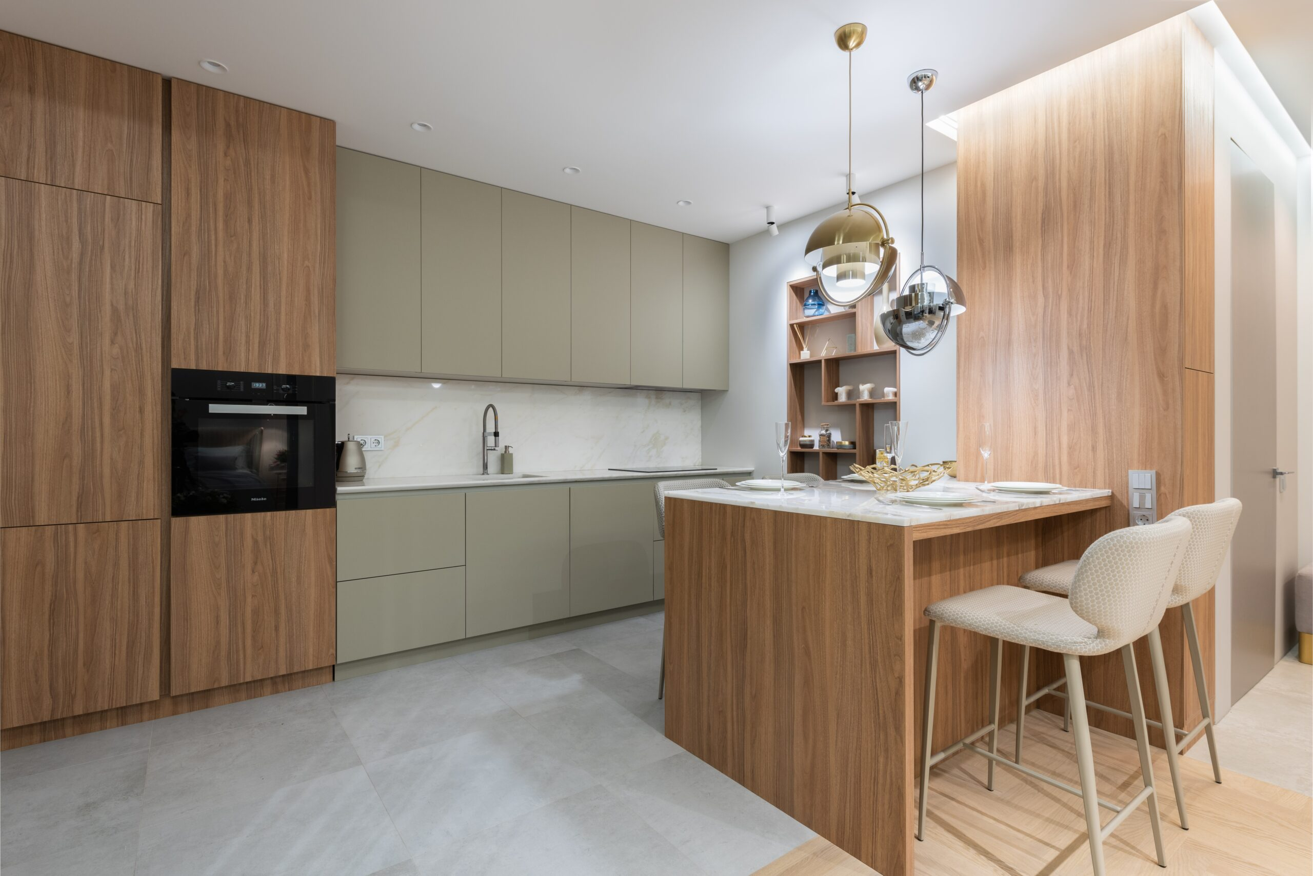 DIning area with lights in the cabinets