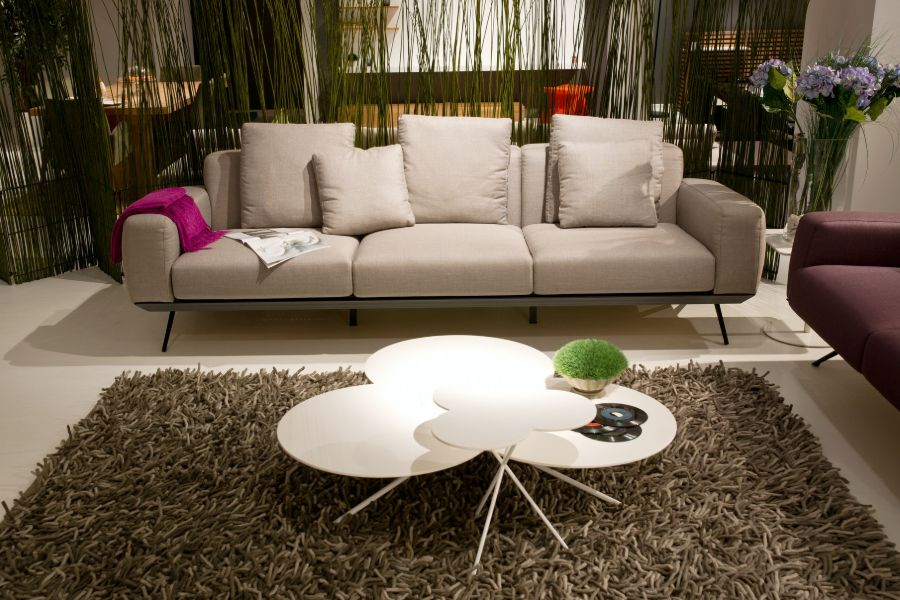 Beige colored three-seater furniture from Cindy Crawford