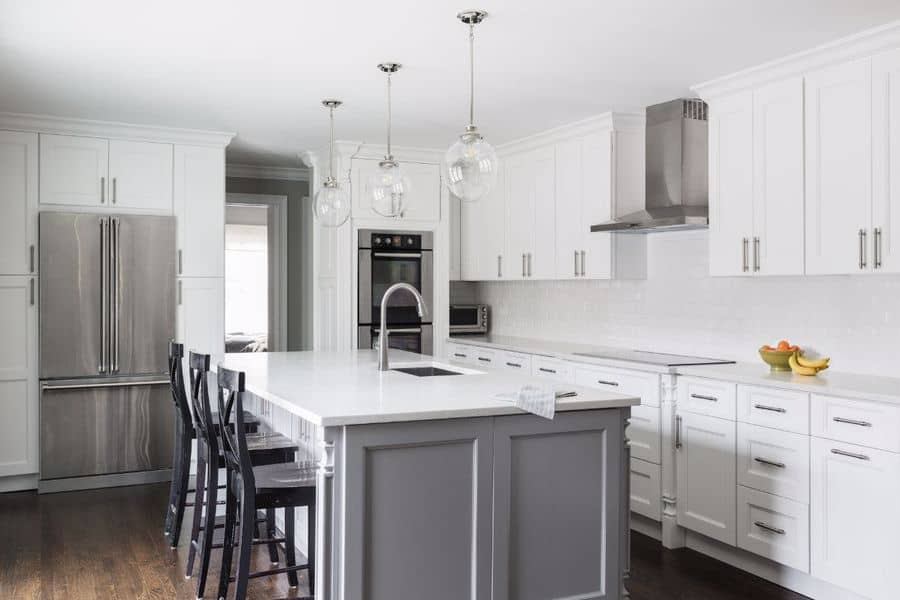 Modern kitchen furnished with Fabuwood cabinets