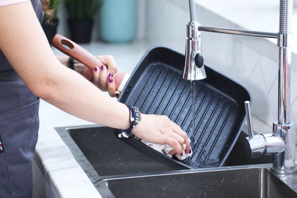Washing kitchenware in a kitchen faucet