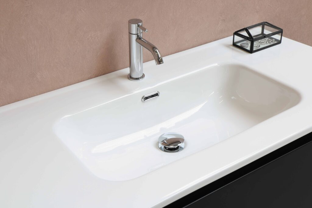A simple faucet with small box