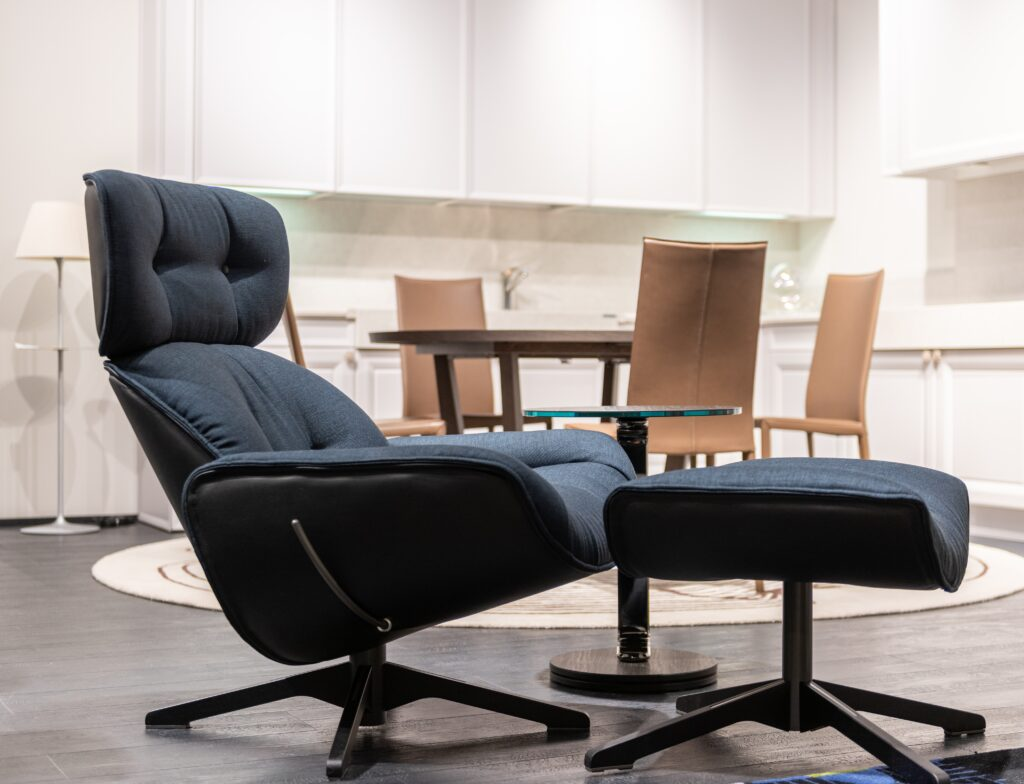 Womb chair with leg rest